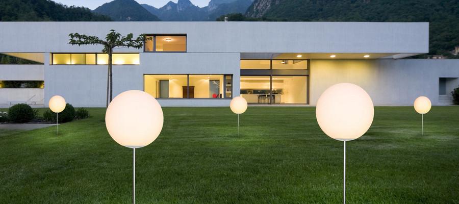 Kupujemy lampy ogrodowe – na co zwrócić uwagę?