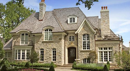 Elewacja zewnętrzna z kamienia jako element dekoracyjny domu