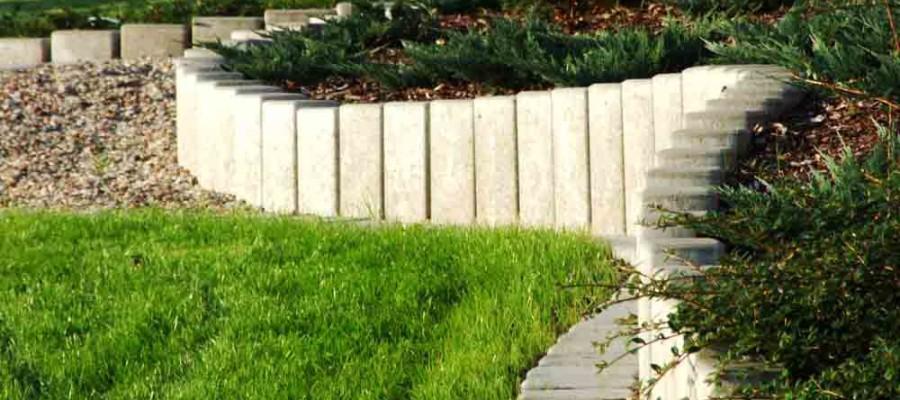 Palisady ogrodowe – drewniane, betonowe, a może plastikowe?