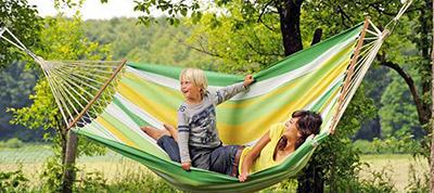 Hamak i leżanka – najlepsze akcesoria ogrodowe do wypoczynku