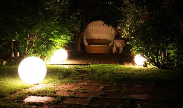 oświetlenie ścieżek w ogrodzie