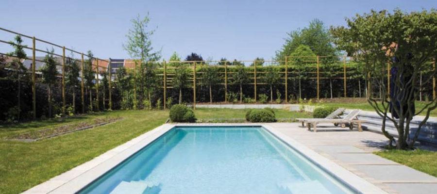 Zabezpieczenie otwartego basenu w ogrodzie zimą