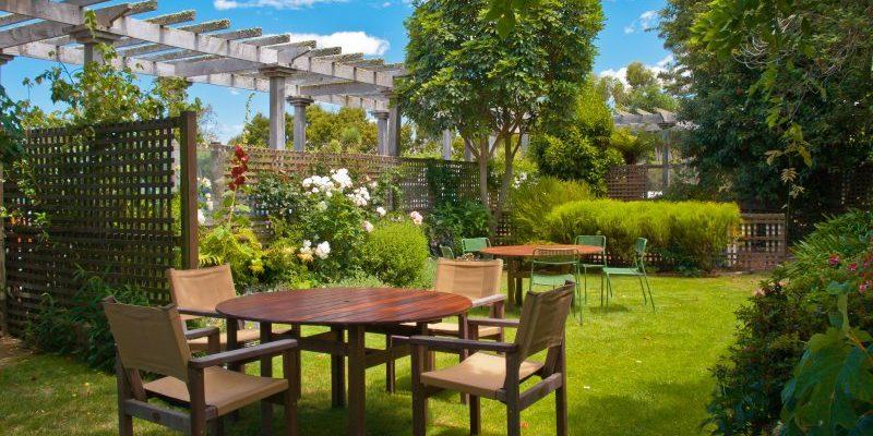 Jak wybrać idealne meble do swojego ogrodu?